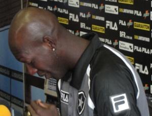 Somália chorou durante seu pronunciamento na sede do Botafogo após sua farsa ser descoberta