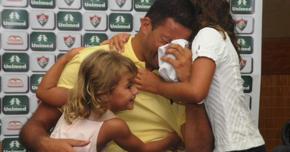 Washington chora com as filhas