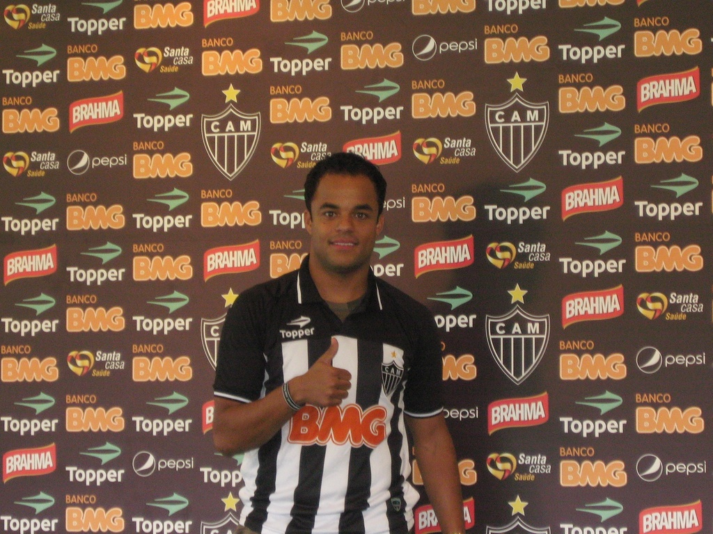 Mancini é apresentado como reforço do Atlético-MG