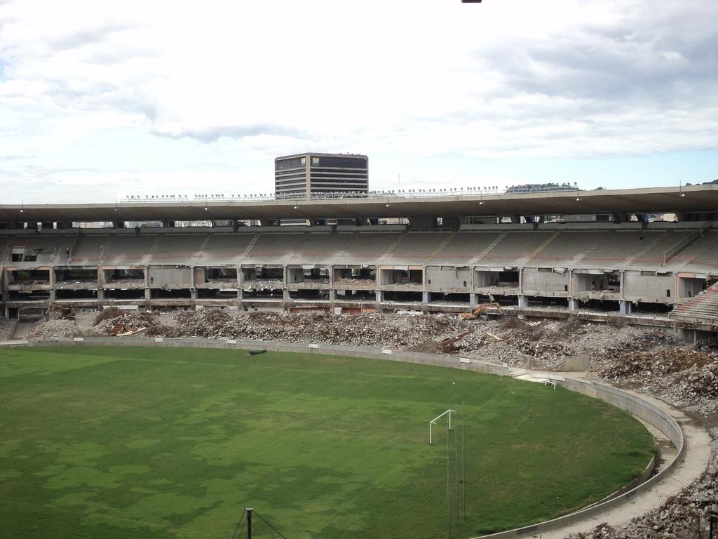 Foto atual do Maracanã, em obras para 2014