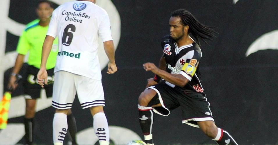 Carlos Alberto tenta jogada na estreia do Vasco no Estadual do Rio contra o Resende
