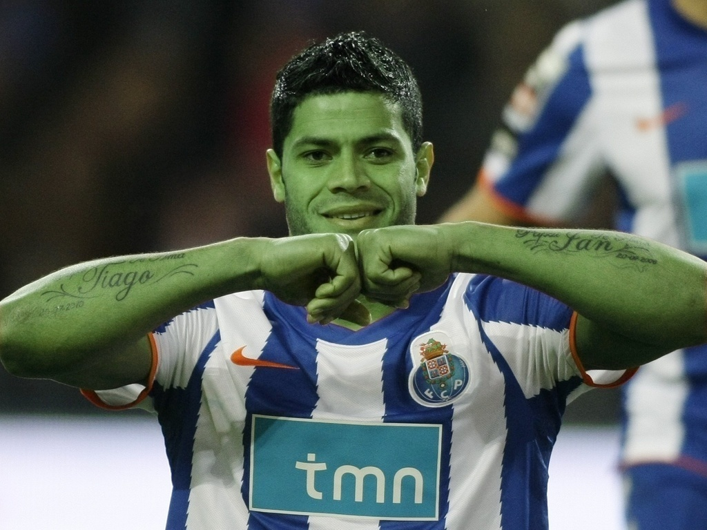 Hulk, com a pele verde, comemora gol pelo Porto