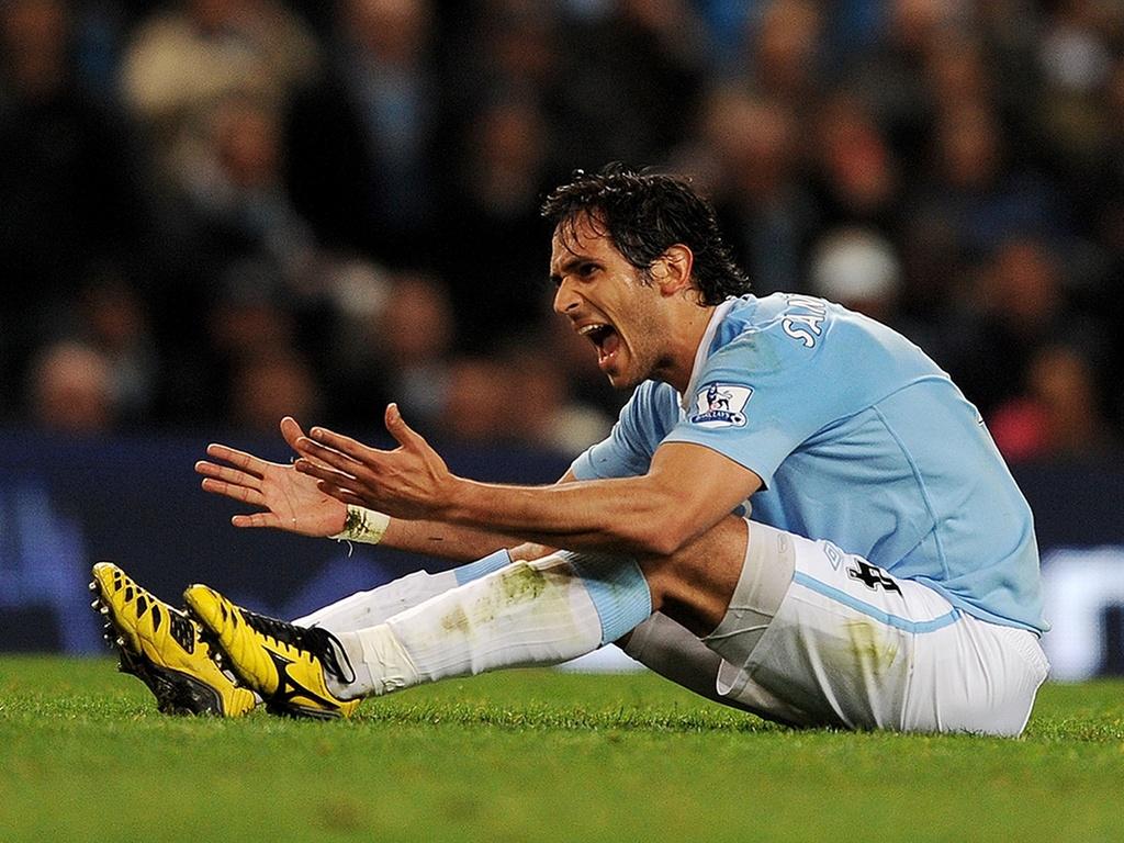 Roque Santa Cruz lamenta chance em jogo do Manchester City