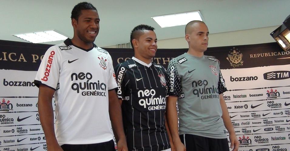Corinthians apresenta novo uniforme para a temporada 2011