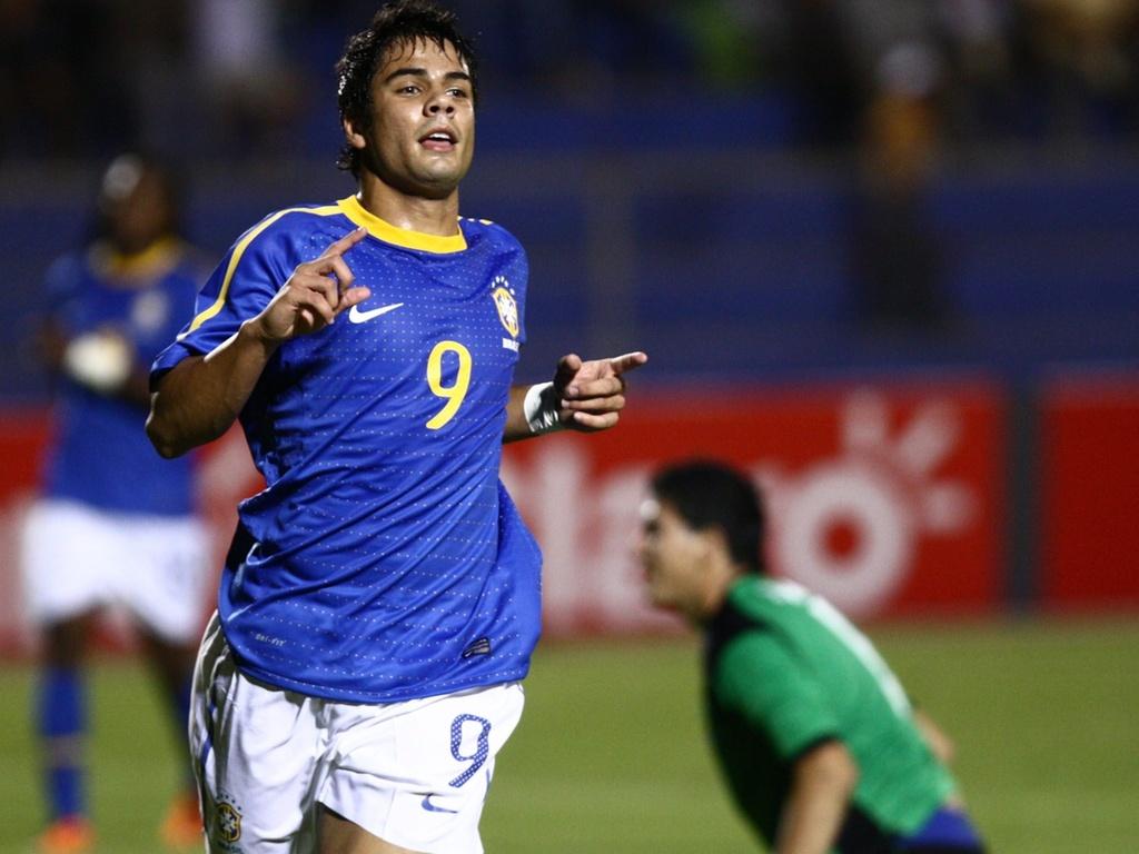 Henrique comemora após marcar o gol da vitória da seleção brasileira sub-20