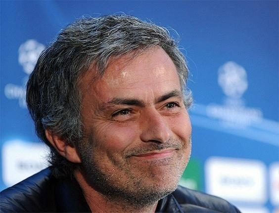 José Mourinho sorri durante entrevista coletiva antes do jogo da Inter de Milão contra o Chelsea