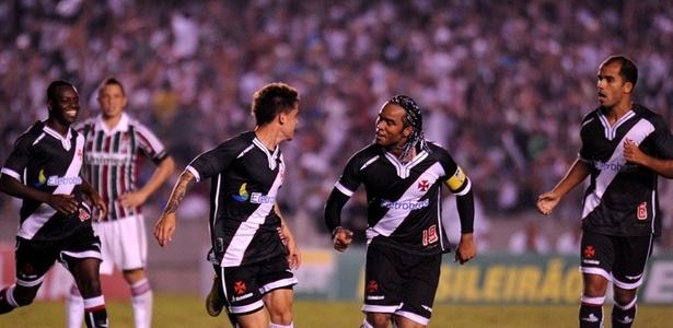 Felipe e Carlos Alberto comemora gol do Vasco