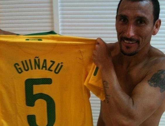 Guiñazu aparece com a camisa da seleção brasileira