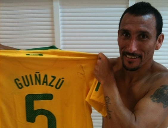 Guiñazu com camisa da seleção brasileira