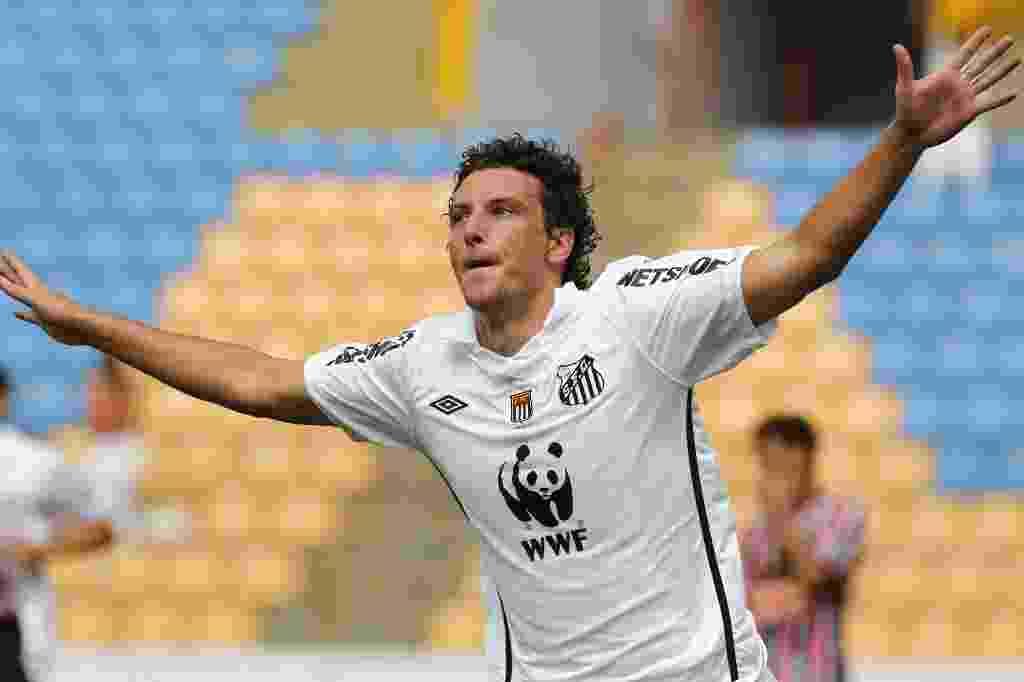 Elano comemora ao abrir o placar para o Santos no clássico contra o São Paulo - Fabio Braga/Folhapress