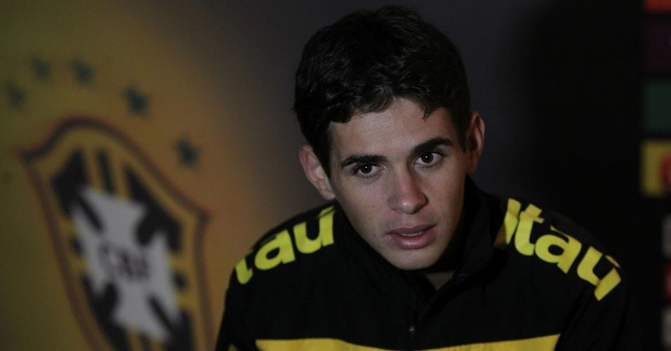 Oscar concede entrevista durante Sul-Americano sub-20
