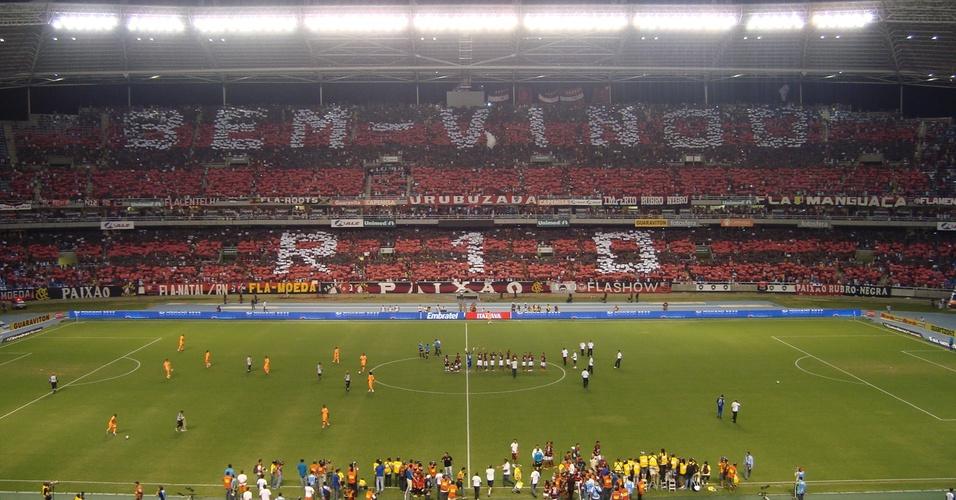 Torcida do Flamengo monta mosaico gigante: Bem-vindo, R-10