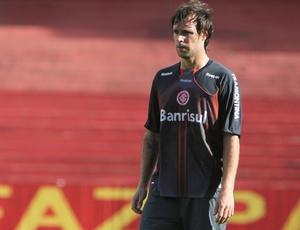 Cavenaghi apareceu no time titular, ao lado de Leandro Damião, mas não marcou gol no treino