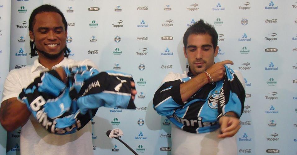 Carlos Alberto e Escudero são apresentados pelo Grêmio