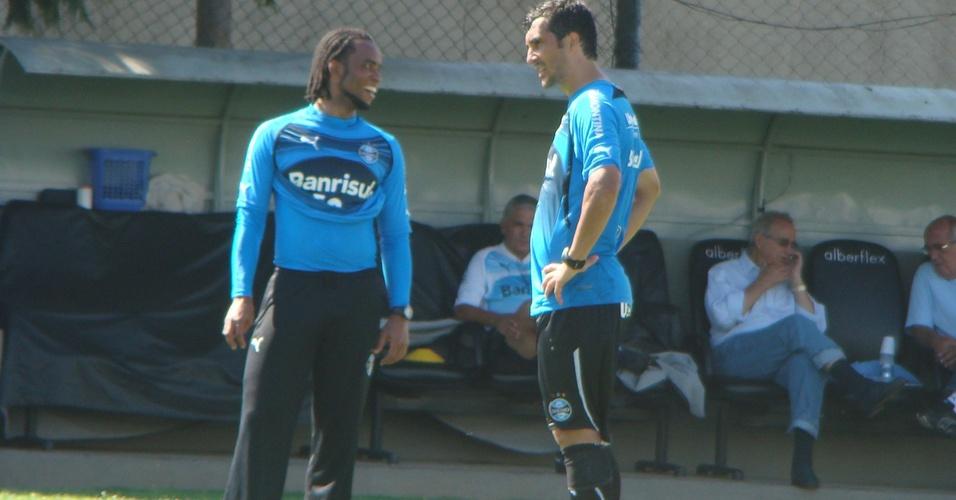 Carlos Alberto e Douglas em treinamento do Grêmio
