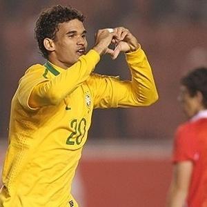 Willian José celebra gol diante do Chile