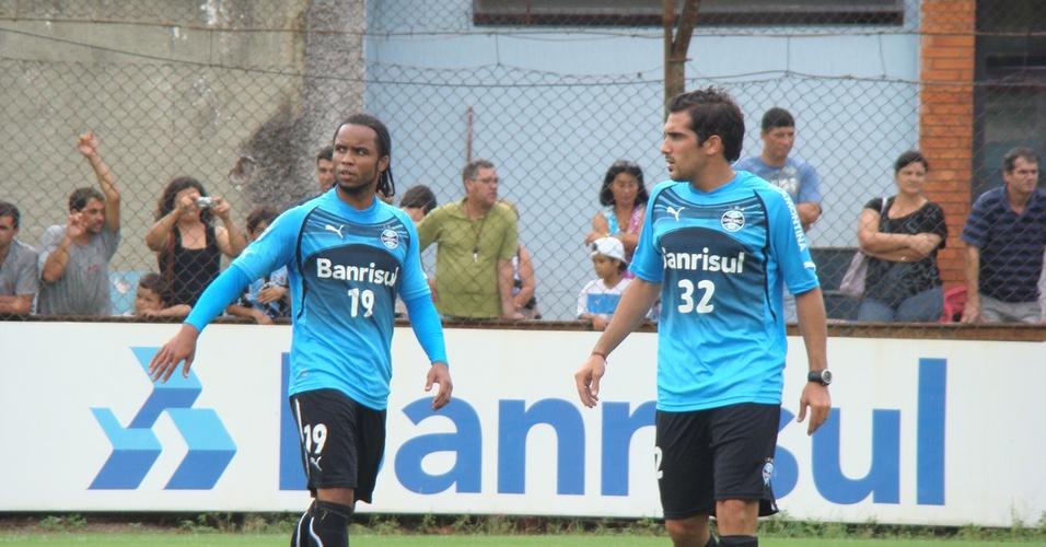 Carlos Alberto e Escudero em treinamento do Grêmio
