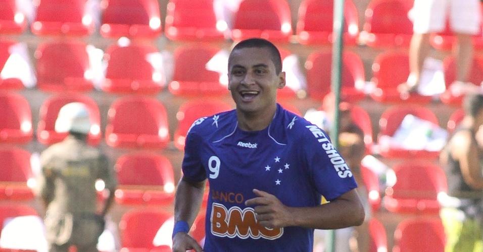 Wellington Paulista comemora gol no clássico contra Atlético