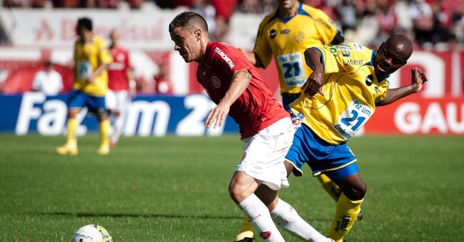 D'Alessandro do Internacional na partida contra o Pelotas no Campeonato Gaúcho