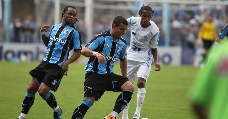 Na estreia de Carlos Alberto no Grêmio, André Lima tenta passar por jogador do Novo Hamburgo