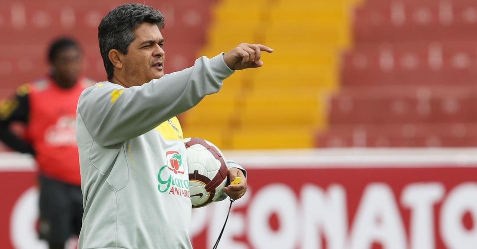 Ney Franco comanda treino da seleção sub-20