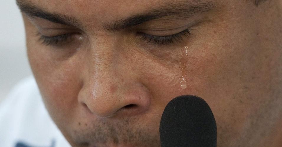 Ronaldo chora durante sua despedida do Corinthians