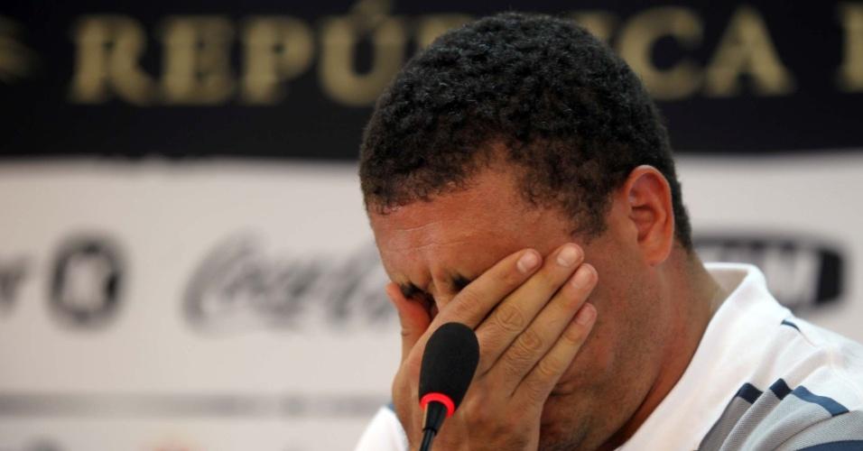Ronaldo chora e oficializa seu adeus aos gramados