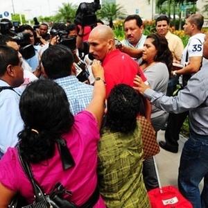 Volanta Guiñazu do Inter na chegada da delegação a Guayaquil no Equador