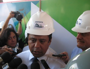 Orlando Silva em visita ao Mineirão; Ministério do Esporte vai ampliar influência com 12 escritórios