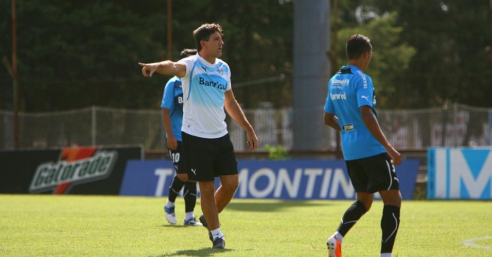 Renato Gaúcho comanda treinamento do Grêmio no estádio Olímpico