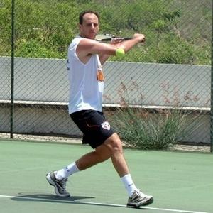 Rogério Ceni joga tênis na Paraíba
