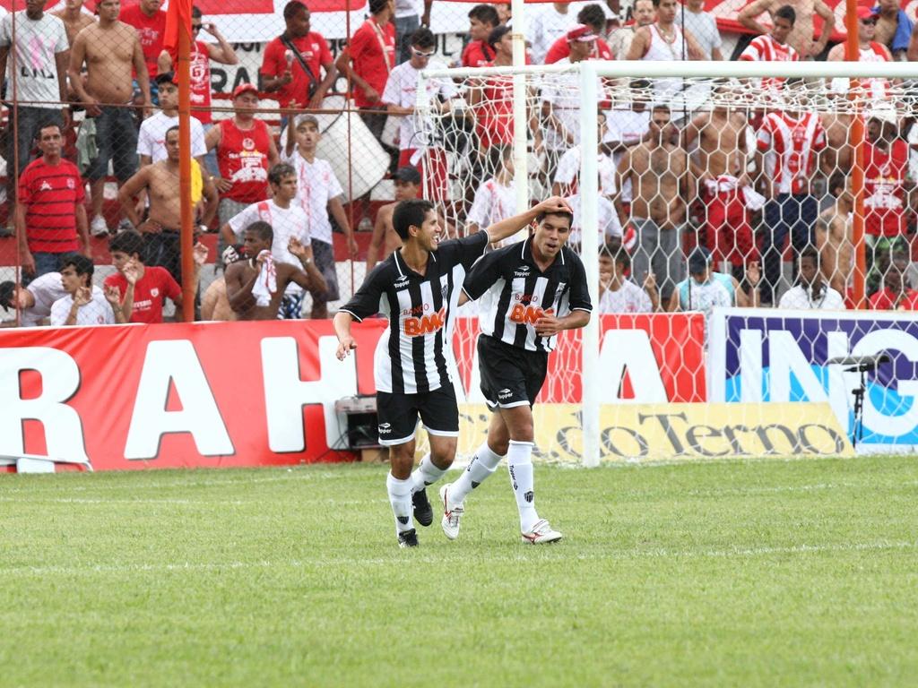 Ricardinho comemora um dos gols do Atlético-MG sobre o Guarani-MG