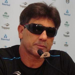 Renato Gaúcho diz que as mulheres 'dão mole' até hoje e reclama do forte assédio em Porto Alegre