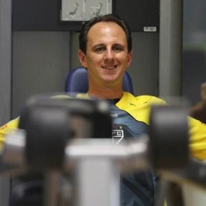 Rogério Ceni se recuperou de dores na região cervical e treinou com o grupo do São Paulo
