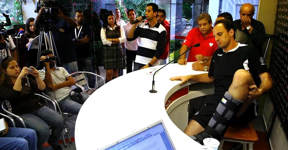 Rogério Ceni se recupera de fratura no tornozelo, em 2009
