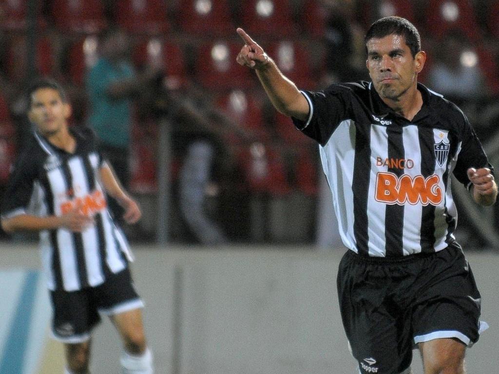 Ricardinho comemora gol da vitória do Atlético-MG sobre o Iape na Copa do Brasil