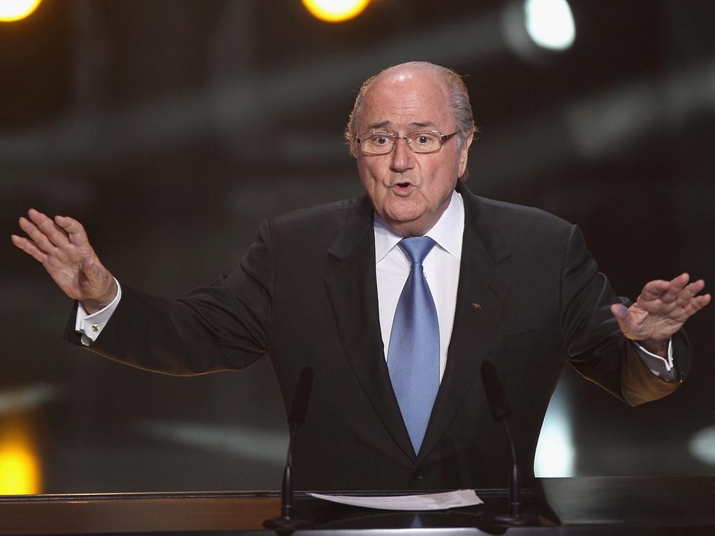 Joseph Blatter participa de cerimônia de entrega da Bola de Ouro da Fifa