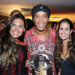 Ronaldinho curte Baile do vermelho e Preto no Rio de Janeiro