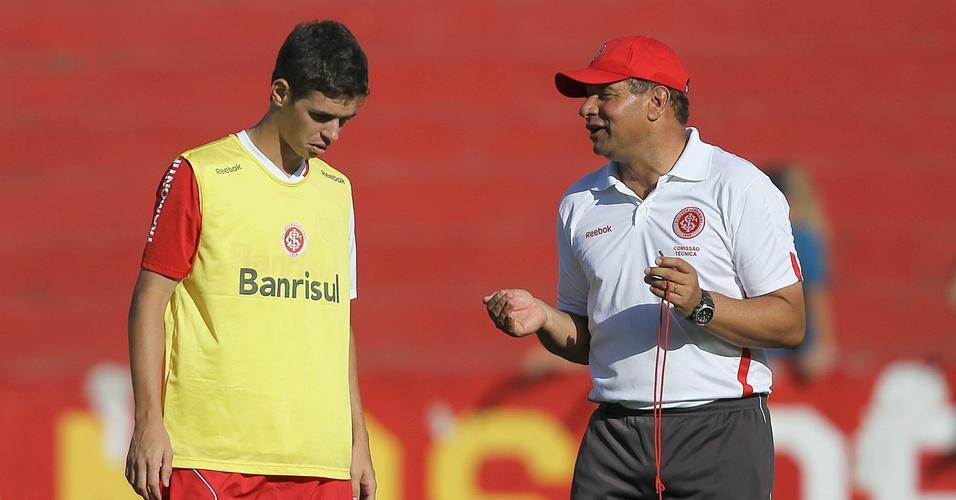 Meia Oscar e técnico Celso Roth em treinamento do Internacional