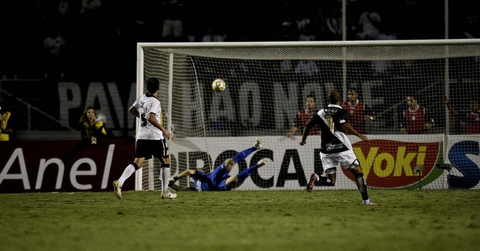 Júlio César leva gol da Ponte Preta no Pacaembu