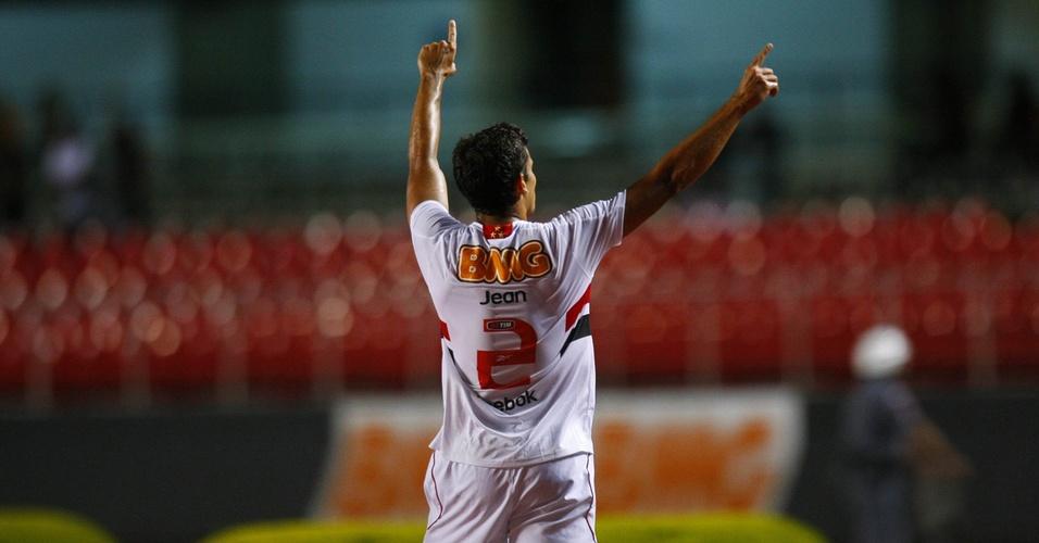 Jean celebra gol do São Paulo contra o Ituano
