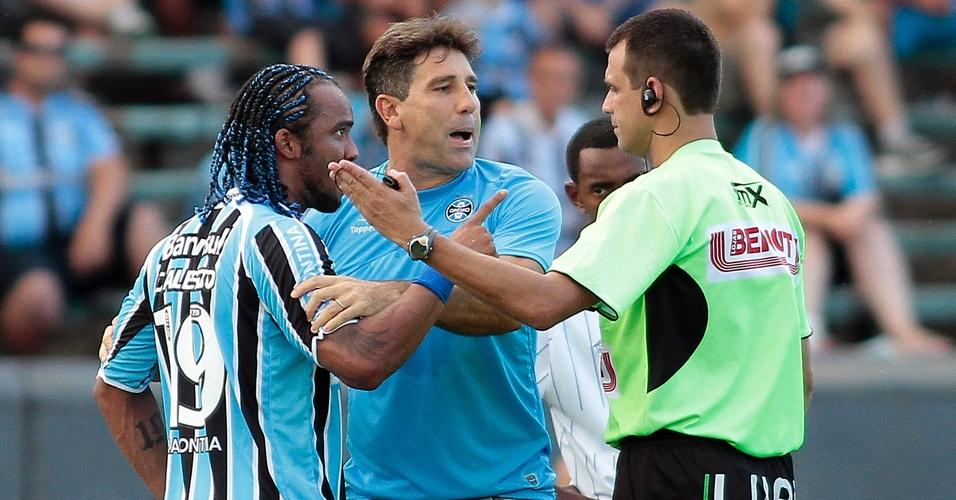 Renato Gaúcho e Carlos Alberto discutem com o árbitro e são expulsos