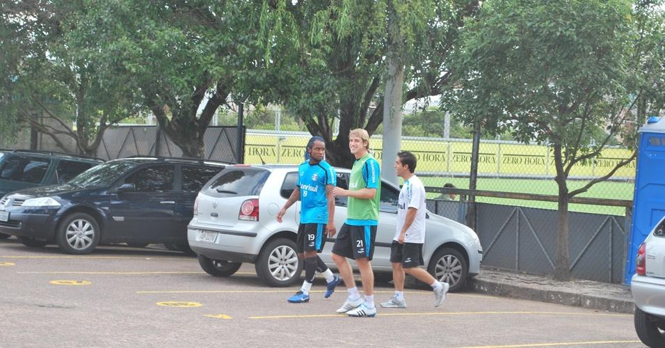 Carlos Alberto deixa treinamento do Grêmio antes do início em efetivo