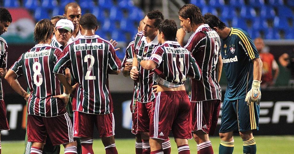 Muricy Ramalho conversa com os jogadores do Fluminense em seu último jogo no clube