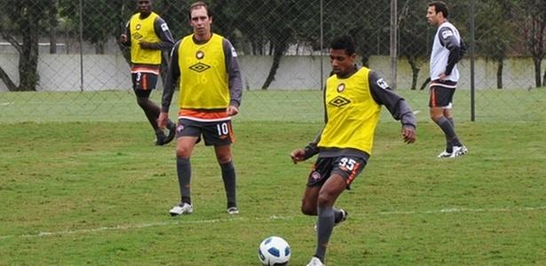 Paulo Baier e Kléberson , em treinamento no Atlético-PR