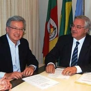 Marcelo Campos Pinto, da Globo Esportes, assina contrato de TV com Paulo Odone, do Grêmio