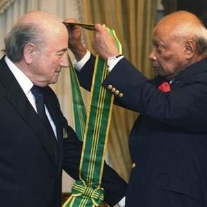 Blatter, presidente, da Fifa, é condecorado na Malásia