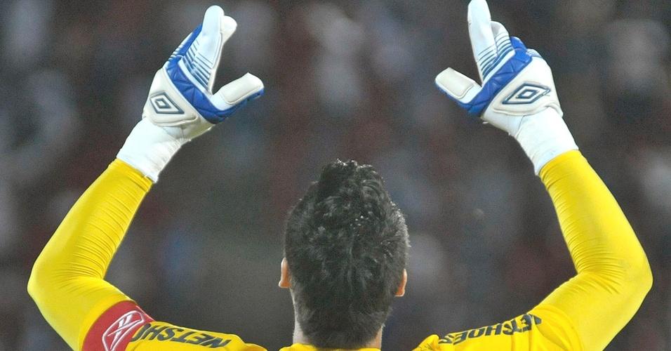Goleiro Fábio durante goleada do Cruzeiro sobre o Tolima