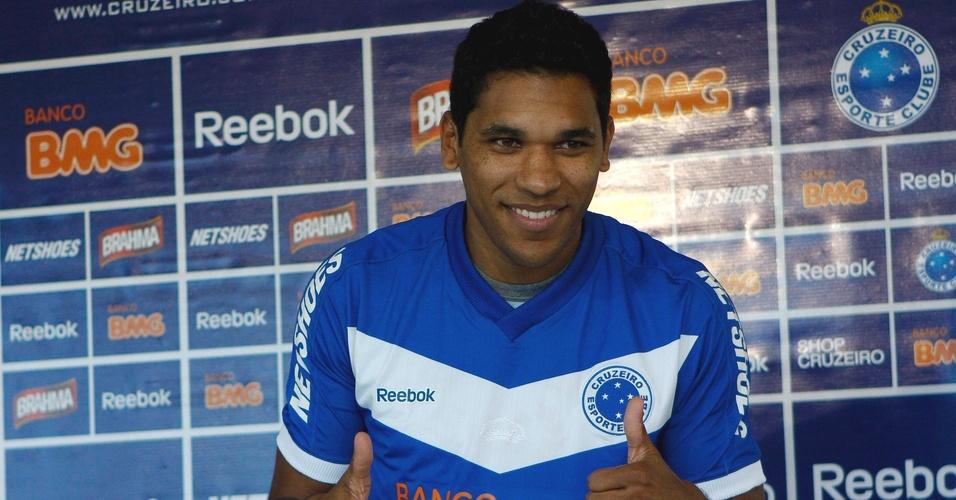 Brandão é apresentado pelo Cruzeiro