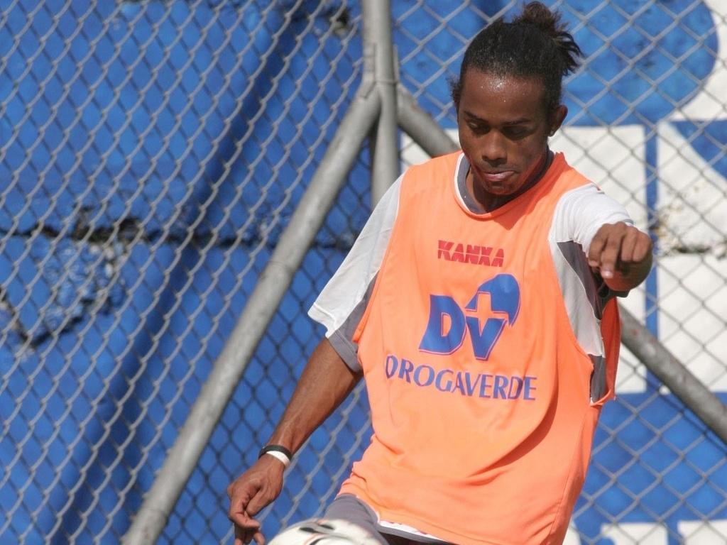 Celsinho treina pela Portuguesa em 2005, no Canindé